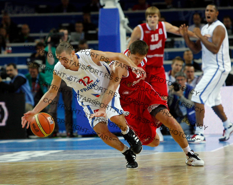 French national basketball team player Nando De Colo fights for the ball with Russian Khryapa Victor  during semifinal basketball game between France and Russia in Kaunas, Lithuania, Eurobasket 2011, Friday, September 16, 2011. (photo: Pedja Milosavljevic)