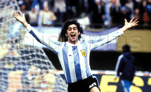 25.06.1978 Mario Kempes (Argentina) celebrates a goal against Holland at the 1978 World Cup football Final in BuenAires