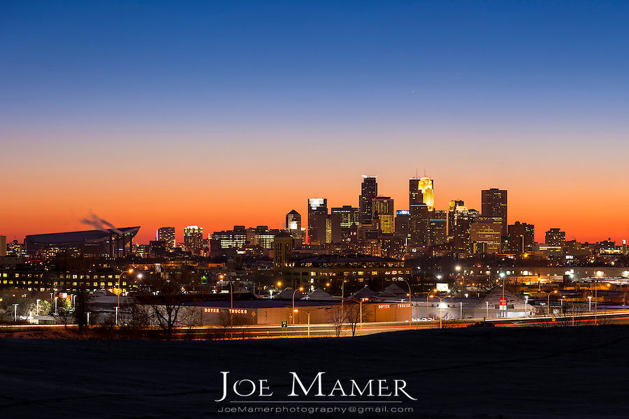 Minneapolis, Minnesota skyline at dusk from north.