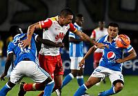 BOGOTA - COLOMBIA - 19-03-2017: Deiver Machado (Izq.) y  Jhon Duque (Der.) jugadores de Millonarios disputan el balón con Denis Stracqualursi (Cent.) jugador de Independiente Santa Fe, durante partido de la fecha 10 entre Millonarios y el Independiente Santa Fe, por la Liga Aguila I-2017, jugado en el estadio Nemesio Camacho El Campin de la ciudad de Bogota. / Deiver Machado (L) and Jhon Duque (R) players of Millonarios vie for the ball with Denis Stracqualursi (C) player of Independiente Santa Fe, during a match of the date 10 between Millonarios and Independiente Santa Fe, for the Liga Aguila I-2017 played at the Nemesio Camacho El Campin Stadium in Bogota city, Photo: VizzorImage / Luis Ramirez / Staff.