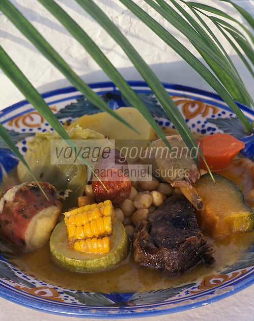 "Europe/Espagne/Canaries/Lanzarote/Yaira : ""PUCHERO CANARIO"" Pot au feu des Canaries - Recette du restaurant ""La Era"""