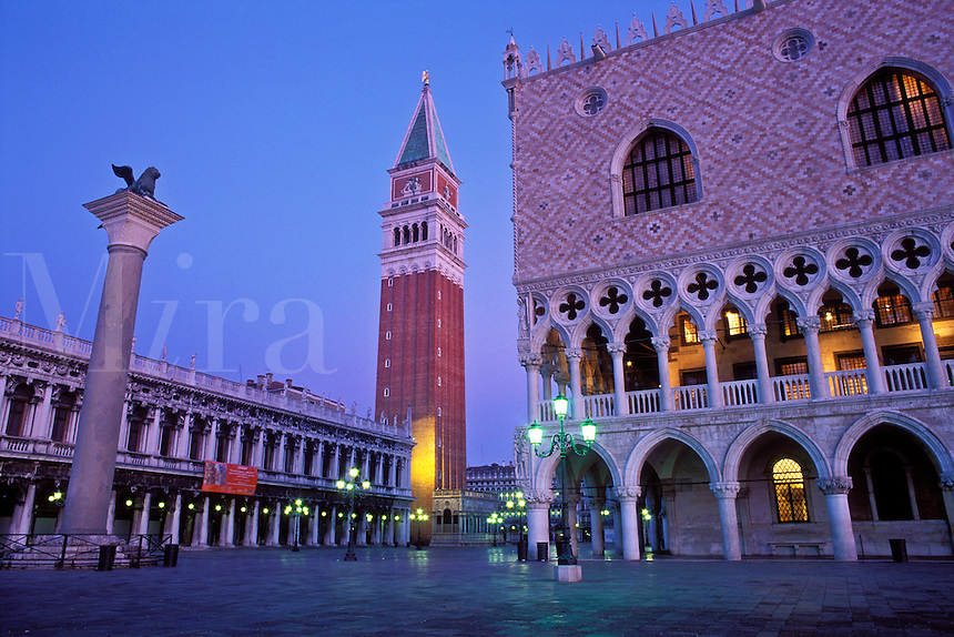 Italy, Venice, Piazzetta San Marco with a view of the Doge's Palace, the Campanile and the Column of San Marco