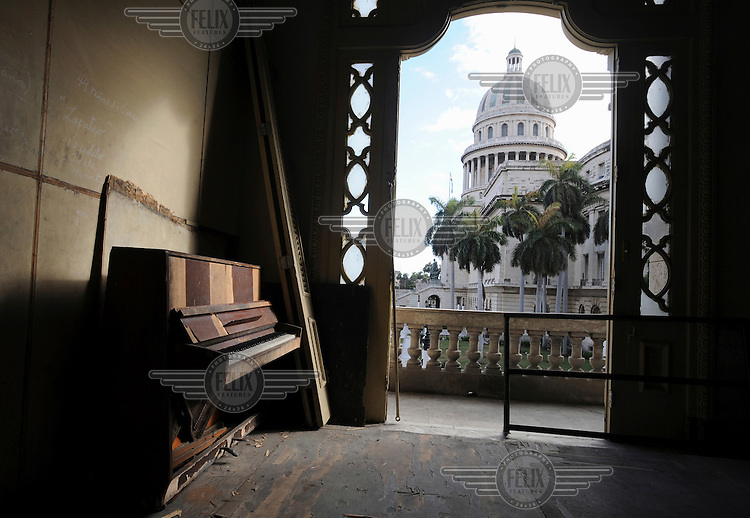 A derelict classroom of the former ballet school in the  Gran Teatro de la Habana, the grand theatre where all kinds of cultural events take place. The balcony gives a view to the Capitolio. The restoration of the theatre is a painstakingly slow process and will take many years to complete.