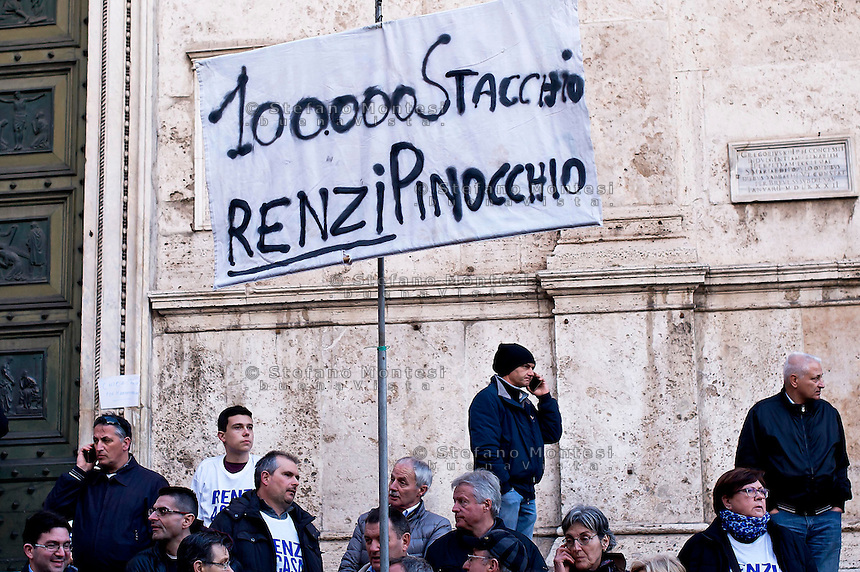 Roma 28 Febbraio 2015<br /> &quot;Renzi a casa!' - Manifestazione della Lega Nord in piazza del Popolo contro il Governo Renzi, e  contro l'Euro. Il popolo della Lega Nord, Un cartello a favore di Stacchio,il benzinaio che ha ucciso un rapinatore durante una rapina.<br /> Rome February 28, 2015<br /> &quot;Renzi at home! '- Demonstration of the Northern League in Piazza del Popolo against the government Renzi, and against the Euro. The people of the Northern League, A sign in favor of Stacchio, the gas station of Nanto, which killed a robber during a robbery