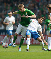 FUSSBALL   1. BUNDESLIGA   SAISON 2012/2013    32. SPIELTAG SV Werder Bremen - TSG 1899 Hoffenheim             04.05.2013 Aaron Hunt (li, SV Werder Bremen) gegen Roberto Firmino (re, TSG 1899 Hoffenheim)