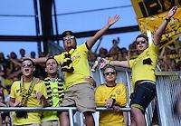 Fussball  1. Bundesliga  Saison 2013/2014    FC Augsburg - Borussia Dortmund      10.08.2013 JUBEL Dortmund Fans nach dem Tor zum 0-4, die Fuenf vom Fanblock