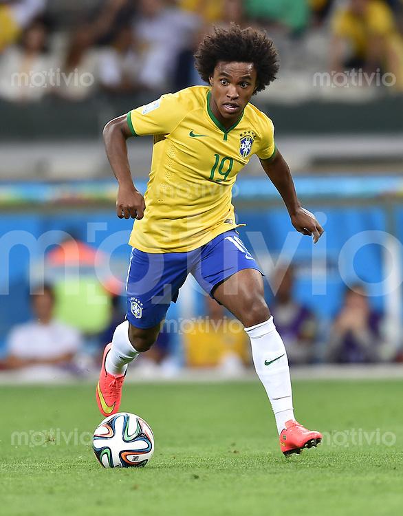 FUSSBALL WM 2014                HALBFINALE Brasilien - Deutschland          08.07.2014 Willian (Brasilien) am Ball