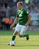FUSSBALL   1. BUNDESLIGA   SAISON 2013/2014   1. SPIELTAG Eintracht Braunschweig - Werder Bremen             10.08.2013 Felix Kroos (SV Werder Bremen) am Ball