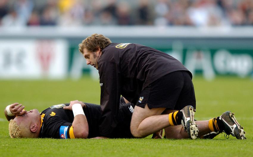 Photo: Richard Lane..Biarritz Olympique v London Wasps. Heineken Cup. 15/01/2005..Trevor Leota receives treatment.