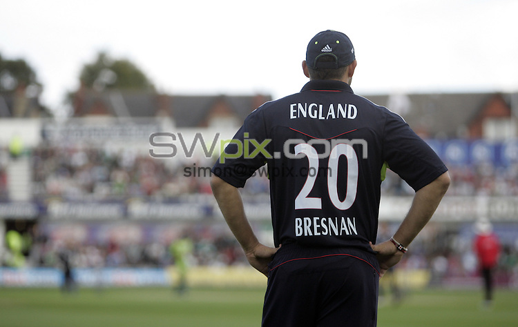PICTURE BY VAUGHN RIDLEY/SWPIX.COM - Cricket - Natwest Series - England v Pakistan, 2nd ODI - Headingley, Leeds, England - 12/09/10...Copyright - Simon Wilkinson - 07811267706...England's Tim Bresnan.