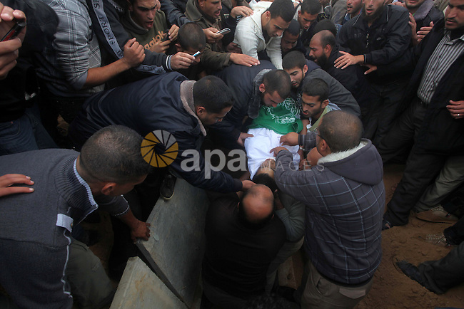 Palestinians carry the body of Anwar Qudih, 20, during his funeral in Khan Younis, southern Gaza Strip, Nov. 23, 2012. Israeli troops at the Gaza border shot dead Qudeh and wounded 15 more on Friday, health officials said, in the first fatality since a ceasefire between the territory's Islamist rulers Hamas and Israel, when the Gaza crowd surged toward Israel's border fence east of Khan Younis. Photo by Ashraf Amra