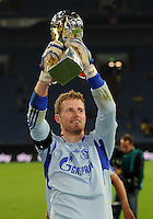 FUSSBALL   1. BUNDESLIGA   SAISON 2011/2012   SUPERCUP FC Schalke 04 - Borussia Dortmund            23.07.2011 Torwart Ralf FAEHRMANN (Schalke) jubelt mit dem Ligapokal