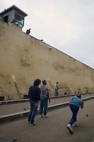 Casa di reclusione di Porto Azzurro, isola d' Elba..House of imprisonment of Porto Azzurro, Elba Island.  .Detenuti nel cortile per l'ora d' aria. Prisoner in the courtyard for air hours..