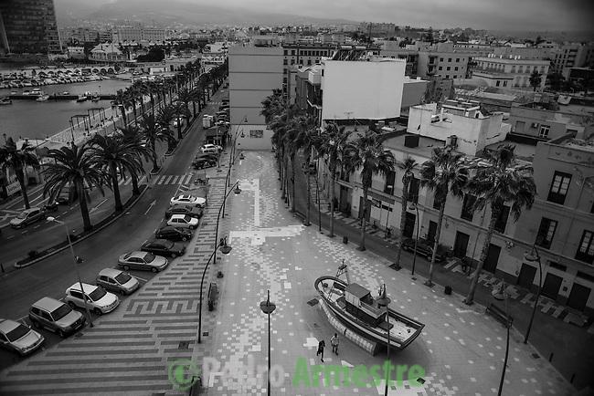 12 septiembre 2015. Melilla. <br /> &quot;Un grupo de unos 60 menores marroqu&iacute;es no acompa&ntilde;ados viven en las calles de Melilla, esperando la oportunidad de dejar la ciudad escondidos en los barcos que zarpan hacia la Pen&iacute;nsula. Debido a su situaci&oacute;n de desamparo, muchos de estos menores son consumidores de droga, sufren abusos y maltratos&quot;. &copy; Pedro Armestre/ Save the Children Handout - No sales - No Archives - Editorial Use Only - Free use only for 14 days after release. Photo provided by SAVE THE CHILDREN, distributed handout photo to be used only to illustrate news reporting or commentary on the facts or events depicted in this image.