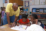 Berkeley CA 5th grade teacher helping students with U.S. geography project