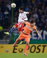 FUSSBALL   DFB POKAL   SAISON 2013/2014   2. HAUPTRUNDE Hamburger SV - SpVgg Greuther Fuerth                 24.09.2013 Tolgay Arslan (li, Hamburger SV) gegen Ilir Azemi (re, Fuerth) gegen