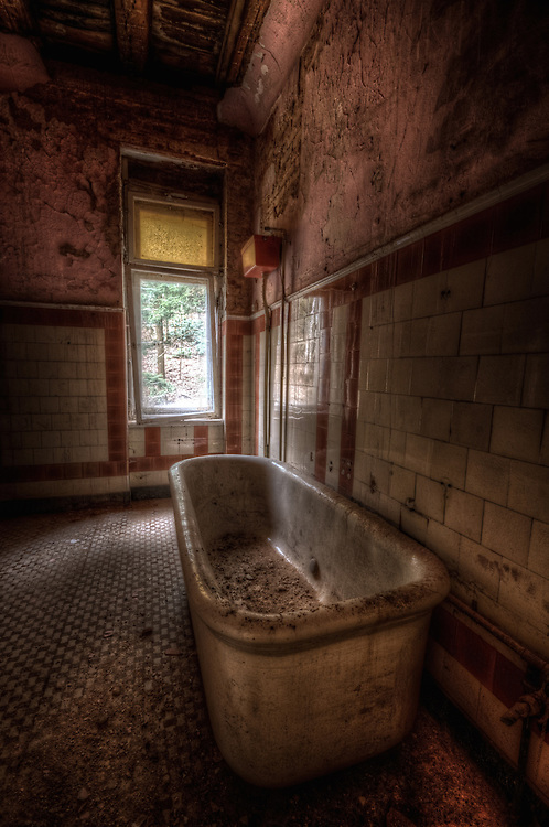 Another forgotten villa in East Germany bathroom