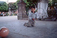 A boy playing with baloon in San Miguel