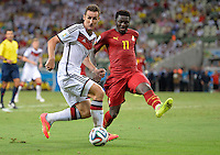 FUSSBALL WM 2014  VORRUNDE    GRUPPE G     Deutschland - Ghana                 21.06.2014 Miroslav Klose (li, Deutschland) gegen Sulley Ali Muntari (re, Ghana)