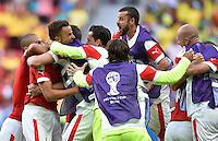 FUSSBALL WM 2014  VORRUNDE    Gruppe D     Schweiz - Ecuador                      15.06.2014 Umjubelter 2:1 Torschuetze: Haris Seferovic (2.v.l., alle Schweiz)