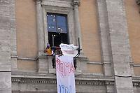 Roma, 29 Luglio 2010.Movimenti  di lotta per la casa,e sindacati di base occupano tesoreria e musei capitolini in Campidoglio per protestare contro il Bilancio del Comune di Roma..Rome, July 29 th 2010  .Movements of struggle for the house,trade union Cobas,  occupy the treasury and museums capitolini, in Capitol, to protest against the Budget of the Commune in Rome