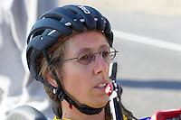 Ellen van Vugt op de zesde en laatste racedag van de WHPSC. In Battle Mountain (Nevada) wordt ieder jaar de World Human Powered Speed Challenge gehouden. Tijdens deze wedstrijd wordt geprobeerd zo hard mogelijk te fietsen op pure menskracht. Ze halen snelheden tot 133 km/h. De deelnemers bestaan zowel uit teams van universiteiten als uit hobbyisten. Met de gestroomlijnde fietsen willen ze laten zien wat mogelijk is met menskracht. De speciale ligfietsen kunnen gezien worden als de Formule 1 van het fietsen. De kennis die wordt opgedaan wordt ook gebruikt om duurzaam vervoer verder te ontwikkelen.<br /> <br /> Ellen van Vugt on the sixth and last racing day of the WHPSC. In Battle Mountain (Nevada) each year the World Human Powered Speed Challenge is held. During this race they try to ride on pure manpower as hard as possible. Speeds up to 133 km/h are reached. The participants consist of both teams from universities and from hobbyists. With the sleek bikes they want to show what is possible with human power. The special recumbent bicycles can be seen as the Formula 1 of the bicycle. The knowledge gained is also used to develop sustainable transport.
