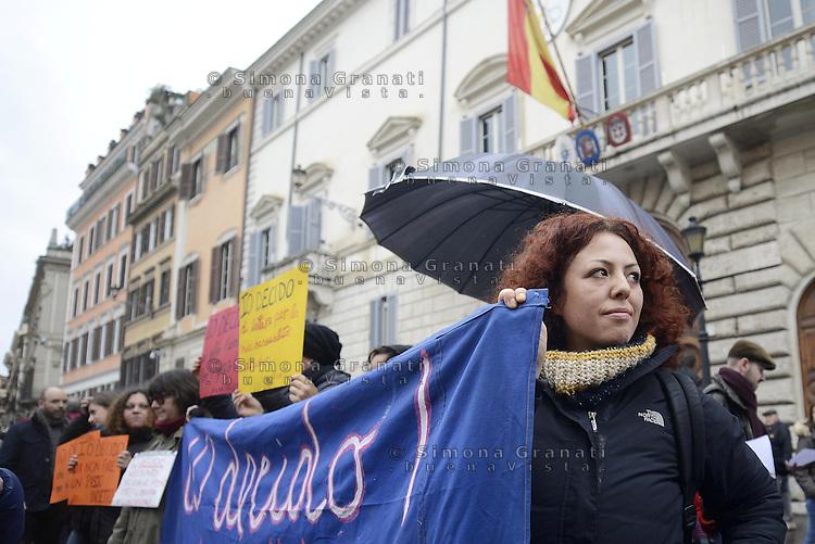 Roma, 1 Febbraio 2014<br /> Associazioni e gruppi femministi manifestano davanti l'ambasciata di Spagna in sostegno delle donne spagnole che oggi manifesteranno a Madrid contro una legge che toglie loro la libert&agrave; di interruzione di gravidanza.<br /> La parola d'ordine &egrave; Yo Decido, io decido.