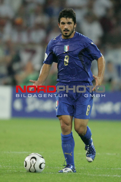 FIFA WM 2006 -  Semi Finals / Halbfinale<br /> Play    #61 (04-Juli) - Deutschland - Italien 0:2 n.V.<br /> <br /> Gennaro Gattuso von Italien in Einzel Aktion.<br /> Gennaro Gattuso treibt den Ball nach vorne.<br /> <br /> Foto &copy; nordphoto