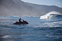 KELLY SLATER (USA)  checking out a reef pass near Teahupoo, Tahiti, (Friday May 15 2009.) Photo: joliphotos.com