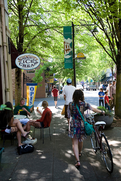 Street scenes on 3rd St in Downtown McMinnville