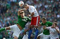 FUSSBALL   1. BUNDESLIGA   SAISON 2012/2013   2. Spieltag SV Werder Bremen - Hamburger SV                     01.09.2012         Sebastian Proedl (li) und Nils Petersen (re, beide SV Werder Bremen) gegen Jeffrey Bruma (li, Hamburger SV)