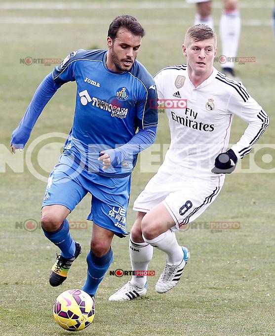 Getafe's Pedro Leon (l) and Real Madrid's Toni Kroos during La Liga match.January 18,2013. (ALTERPHOTOS/Acero) /NortePhoto<br /> NortePhoto.com