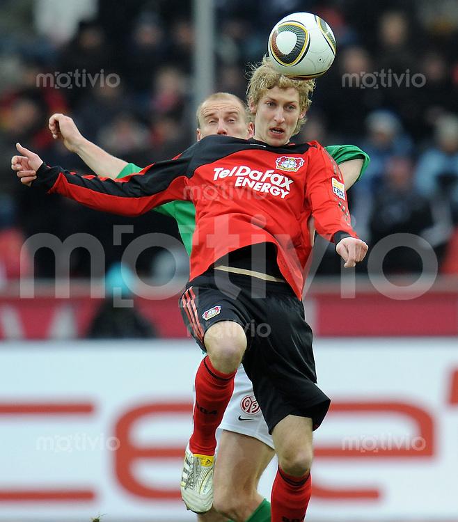 FUSSBALL  1. BUNDESLIGA   SAISON 2009/2010  18. SPIELTAG Bayer 04 Leverkusen - FSV Mainz 05                     16.10.2010   Stefan KIESSLING (vorn, Leverkusen) gegen Miroslav KARHAN (Mainz)