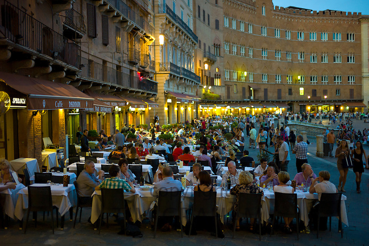 Diners eating al fresco at Nannini bar and restaurant  in Piazza del Campo, Siena, Italy