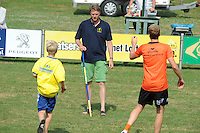 KAATSEN: LEEUWARDEN: 20-07-2014, Rengersdag, Keurmeester oud kaatser Pieter van Tuinen, ©foto Martin de Jong