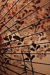 Traditional sunshade with cherry flowers patterns, Hiroshima, Japan / Ombrelle traditionnelle avec des fleurs de cerisier, Hiroshima, Japan