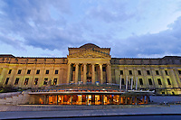 Brooklyn Museum, located at 200 Eastern Parkway, Brooklyn, designed by McKim, Mead & White,  new entrance pavilion, designed by James Stewart Polshek, Brooklyn New York City, New York, USA