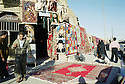 Irak 2000.Marchands de tapis à Erbil.Iraq 2000.Selling carpets in Erbil