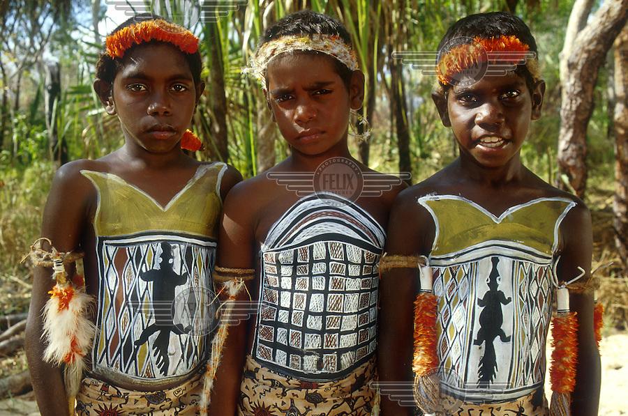 From yolngu boy movie young aboriginal boys each for Aboriginal body decoration