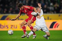FUSSBALL   1. BUNDESLIGA   SAISON 2011/2012   18. SPIELTAG Borussia Moenchengladbach - FC Bayern Muenchen    20.01.2012 Mario GOMEZ (li, Bayern) gegen Tony Jantschke (re, Borussia Moenchengladbach)  xxNOxMODELxRELEASExx