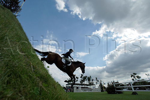 21 August 2005:  British rider Chloe Bunn rides BUDDY BUNN down the famous Derby Bank in The Hickstead DFS Derby on the last day of The British Jumping Derby Meeting, Hickstead, England Photo: Glyn Kirk/actionplus...050821 horse rider female woman women