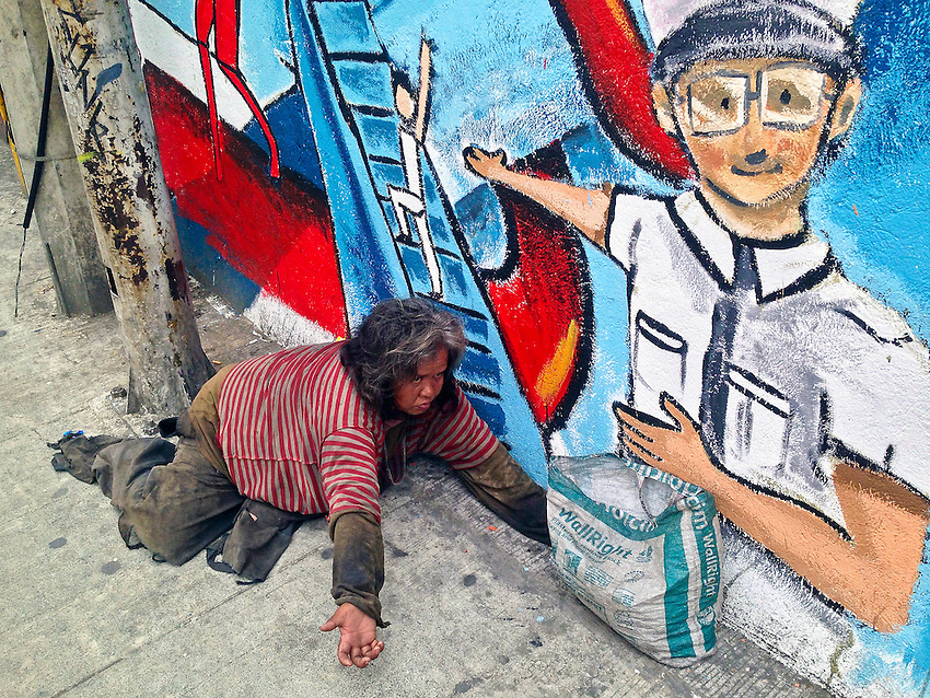 Beggar and Urban Colors on wall in Manila,Philippines - Graffiti and paintings