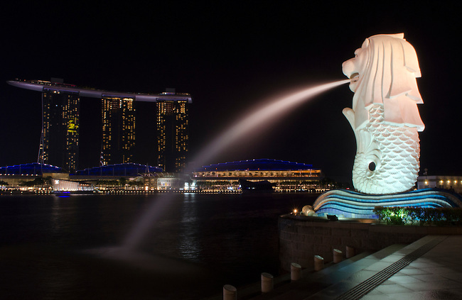 Singapore Merlion with Marina Bay Sands hotel at night