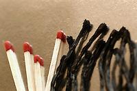 Fiammiferi bruciati. Burned matches..