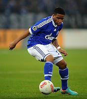 FUSSBALL   DFB POKAL    SAISON 2012/2013    ACHTELFINALE FC Schalke 04 - FSV Mainz 05                          18.12.2012 Jefferson Farfan (FC Schalke 04)  Einzelaktion am Ball