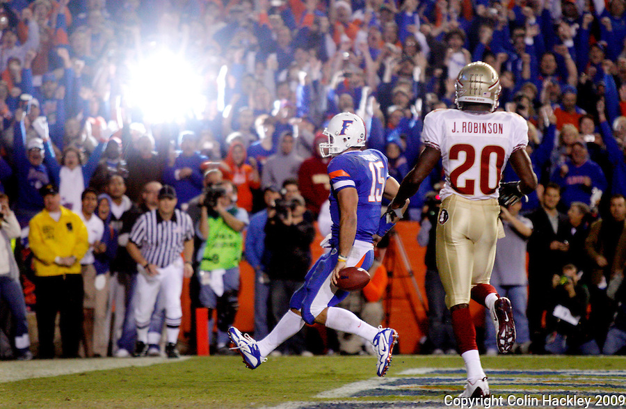 GAINESVILLE, FL 11/28/09-FSU-UF FB09 CH37-Florida State's Jamie Robinson watches as Florida's Tim Tebow trots into the endzone during second half action Saturday at Florida Field in Gainesville. The Gators beat the Seminoles 37-10..COLIN HACKLEY PHOTO