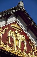 Asie/Laos/ENV Ventiane/Luang Prabang: Le Palais royal construit en 1920 détail de la façade