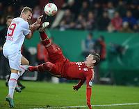 FUSSBALL  DFB-POKAL  ACHTELFINALE  SAISON 2012/2013    FC Augsburg - FC Bayern Muenchen        18.12.2012 Bastian Schweinsteiger (re, FC Bayern Muenchen) gegen Matthias Ostrzolek (FC Augsburg)