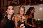 Miss Nederland 2003 reis Turkije, Miss Limburg, Nathalie Hassink aan de waterpijp