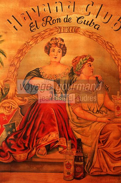 """Cuba/La Havane: """"Muséo de Ron"""" Musée du rhum Calle San Pedro - Détail de la décoration du bar du Havana Club"""